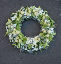 Funeral Tributes, Sympathy Flowers, Funeral Flowers, Wreath Crafts, Summer Wreath, Seasonal Decor, Floral Arrangements, Floral Design, Floral Wreath