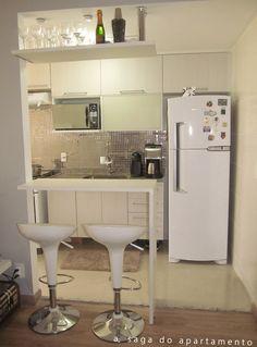 do blog: http://asagadoapartamento.files.wordpress.com/2013/04/bancada-cozinha-americana.jpg