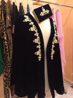 تشكييلة راقية من تصاميم الكاب مطرزين ومنبتين بالعقيق بثوب الكريب - موقع يالالة Arab Men Fashion, Hijab Fashion, Fashion Dresses, Asian Bridal Dresses, Pakistani Dresses Casual, Hijab Prom Dress, Mode Abaya, 1800s Fashion, Moroccan Dress