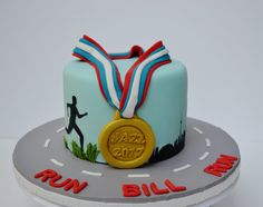 The perfect cake for a marathon runner. Featuring the Toronto skyline, a runner & gold medal. Get a quote TODAY! Sports Birthday Cakes, Sports Themed Cakes, 40th Birthday Cakes, Birthday Cakes For Women, Cakes For Men, Marathon Signs, Marathon Posters, Marathon Quotes, Dance Marathon