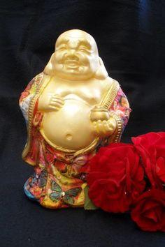Buda pote de ouro muito utilizado no Feng Shui para harmonizar ambientes, traz sorte e fortuna <br>pintado à mão em dourado e decoupagem com padronagem oriental