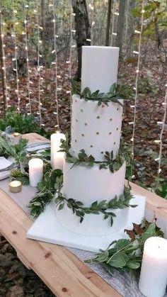 Romantic Wedding Flowers, Wedding Flower Inspiration, Wedding Cakes With Flowers, Woodland Theme Wedding, Themed Wedding Cakes, Wedding Table Settings, Greece Wedding, Cake Table, Fresco