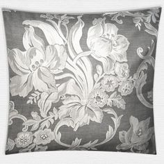 Gemusterte Satin Bettwäsche mit stilvollem Muster in zwei Farben von Evelyn Kahle. Tapestry, Home Decor, Satin Bedding, Damask, Cottage Chic, Patterns, Fall In Love With, Colors, Hanging Tapestry