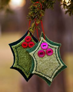 Christmas Fabric Ornaments Artificial fir tree as Christmas decoration? A synthetic Christmas Tree or perhaps a real one? Diy Christmas Tree Ornaments, Felt Christmas Decorations, Embroidered Christmas Ornaments, Handmade Decorations, Fabric Ornaments, Felt Ornaments, Nativity Ornaments, Homemade Christmas, Christmas Diy