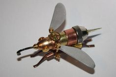 These are a bunch of steampunk insects made out of old ammunition and pocket-watch parts by Tom Hardwidge. Unless you hate steampunk stuff, in which case they're probably pretty bad looking. Steampunk Kunst, Steampunk Design, Old Bullet, Monster Mask, Insect Art, Insect Crafts, New Gadgets, Bees Knees, Metal Art