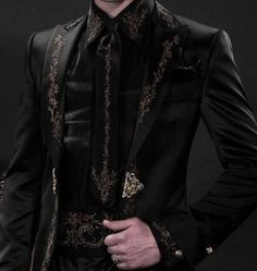Here to Raze Hell have you worn/would you wear anything from your paladin fashion tag? Not myself because I don't even know where I would shop for stuff like this. Fashion Tag, Mens Fashion, Dark Fashion, Fashion Suits, Mode Swag, Casual Mode, Medieval Dress, Character Outfits, Mode Inspiration