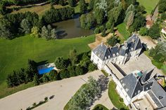 Chateau Hotel Restaurant Sainte-Sabine, 30 mins north of Beaune, middle of wine country, good reviews, modern rooms, E 120- 170/night