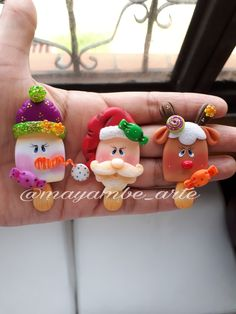 Christmas Themed Cake, Christmas Themes, Christmas Decorations, Clay Projects, Diy Craft Projects, Diy And Crafts, Polymer Clay Ornaments, Polymer Clay Crafts, Polymer Clay Christmas