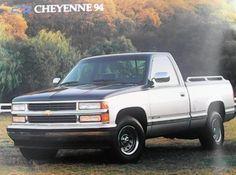 Completísimo catálogo original de agencia de la línea 1994 de la Chevrolet, donde se incluye el Century Limited, el Cutlass, el Eurosport, el Z24, el Cavalier (2 y 4 puertas), la Suburban, la Blazer, la Cheyenne, la 400SS, la C-2500, la Doble Rodada C-3500 y el Chasis P-30.EL catálogo consta de 18 páginas a color en un muy buen papel y se encuentra en perfecto estado. Por su nivel de cuidado y sus más de 20 años de historia es ya considerado como un catálogo clásicoEl costo del envío corre…