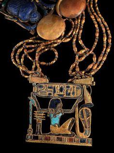 Ancient Egyptian Jewellery.  | Peitoral com Escaravelho Triplo em Detalhes da Tumba de Tutankhamon