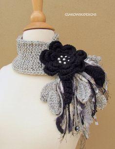 Flor negra Scarflette por gsakowskidesigns en Etsy