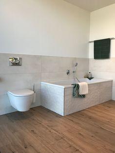 A very simple bathroom. But look at the structure on the bathtub! #bathtub #bath #bathroom #interiordesign #bathroomdesign #design #bathroomdecor #model #realestate #relax #luxury #photography #shower #bathtime #water #bathroomremodel #construction #tile #homedecor #beautiful #bathroomrenovation #decor #tub  #home #beauty #interiors #architecture Fliesen Holzoptik Bad, Badezimmer Naturstein, Fliesen Naturstein, Haus Fliesen, Badezimmer Holzoptik, Badezimmer Renovieren, Badezimmer Design, Einfaches Badezimmer, Schlafzimmer
