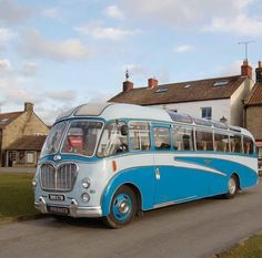 "Bedford bus with a Duple ""Vega"" body. Classic Motors, Classic Cars, Bedford Buses, Volkswagen Bus, Volkswagen Beetles, Vw Camper, Retro Bus, Bus City, Automobile"