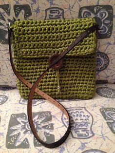 Image gallery – Page 235664992985895034 – Artofit Crochet Clutch, Crochet Purses, Love Crochet, Knit Crochet, Stitch 2, T Shirt Yarn, Knitted Bags, Handmade Bags, Mini Bag