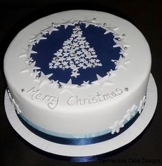 Christmas Cakes - From - Centrepiece Cake Designs Isle of Wight Christmas Cakes Images, Mini Christmas Cakes, Christmas Themed Cake, Christmas Cake Designs, Christmas Cake Pops, Christmas Cake Decorations, Vegan Christmas, Holiday Cakes, Christmas Treats