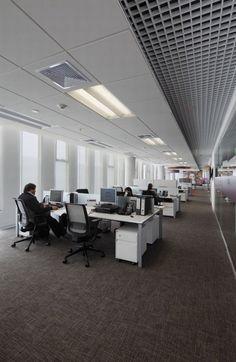 Office Tour: Inside L'Oréal's Lima Headquarters Office Ceiling Design, Fun Office Design, Workspace Design, Office Workspace, Office Interior Design, Corporate Interiors, Office Interiors, Visual Merchandising, Open Office