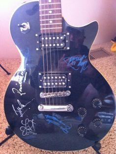 RT @Butch Huff Guitar signed by the boys including Bill Wyman, circa 1991. pic.twitter.com/qGgJFfhk