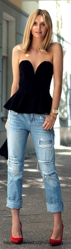 Street style ♥ I want a pair of boyfriend jeans sooo bad!!! and love the cut and shape of the top