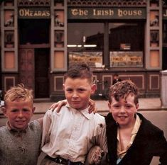 Kids outside 'The Irish House' in 1962 [130 years of Irish life summed up in photos]