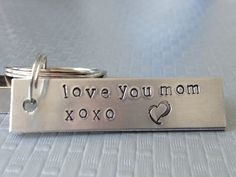Love You Mom Keychain, Hand Stamped Aluminum, Mother's Day Gift par FamilyHouseStampin sur Etsy https://www.etsy.com/fr/listing/127821770/love-you-mom-keychain-hand-stamped