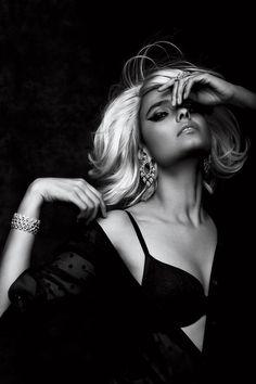 Boudoir - Portrait - Black and White - Editorial - Pose Idea