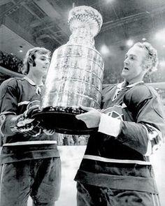 Guy Lafleur & Henri Richard Pro Hockey, Field Hockey, Hockey Teams, Bruins Hockey, Hockey Stuff, Hockey Mom, Montreal Canadiens, Mtl Canadiens, Ice Hockey