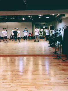 Jungkook Funny, Foto Jungkook, Jungkook Oppa, Bts Jin, Twitter Video, Twitter Bts, Bts Video, Bts Dance Practice, Bts Face