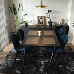 Dark dinning room black coffe table Milano, black Adelaide chairs design from BoConcept