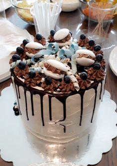 Babyshowerkake !  Sjokoladekake  med sjokoladekrem, ganache cream cheese frosting 😍 Cream Cheese Frosting, Bakery, Pudding, Desserts, Food, Meal, Bakery Shops, Custard Pudding, Deserts