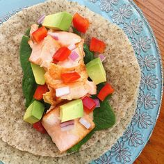 """150 curtidas, 14 comentários - Shahreen Ahmed (@happyhealthyshahreen) no Instagram: """"I spent the day at home so I made my favorite dinner: salmon tacos! 😍  I can honestly say that if I…"""""""