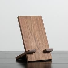 HDC Tablet Holder Walnut – Harp Design Co Diy Ipad Stand, Wood Ipad Stand, Diy Phone Stand, Wood Phone Stand, Diy Wooden Projects, Small Woodworking Projects, Small Wood Projects, Easy Woodworking Ideas, Woodworking Plans