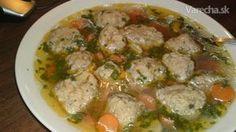Moja mama varievala v nedeľu z mladej sliepky slepačiu polievku, do ktorej robila pečeňové knedličky. Je to veľmi chutná, výživná a výdatná polievka, na nedeľu ako stvorená. Táto nádherne voňavá, číra polievka má liečivú silu, je vhodná rovnako pre slabých a chorých, ako aj pre deti, ale aj ostatných. Cooking Recipes, Healthy Recipes, Healthy Food, Polish Recipes, Food 52, Food And Drink, Menu, Pizza, Chicken