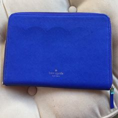 Shop Women's kate spade Blue size OS Laptop Cases at a discounted price at Poshmark. Ipad Rules, Ipad Air Sleeve, Laptop Cases, Fashion Design, Fashion Tips, Fashion Trends, Zip Around Wallet, Kate Spade, Purses