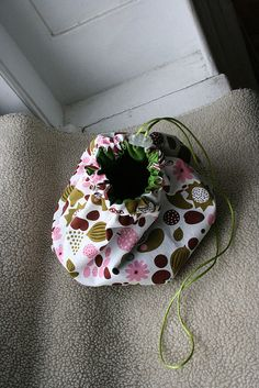 Aha!! This is the drawstring bag pattern that I was looking for! YAY!