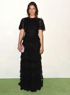 Jessica Biel en robe Valentino de la croisière 2016 aux EMA Awards http://www.vogue.fr/mode/mannequins/diaporama/les-looks-de-la-semaine/23365#jessica-biel-en-robe-valentino-de-la-croisire-2016-aux-ema-awards