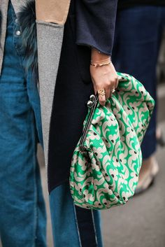 the print, Street Style Milan Fashion Week Vintage Clutch, Vintage Bag, Fashion Bags, Fashion Accessories, Fashion Women, Fashion Purses, Frame Purse, Street Style, Street Chic