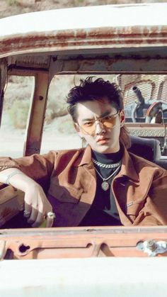 Kpop, Exo Songs, Kris Exo, November Rain, Rapper, Wu Yi Fan, Chinese Boy, Park Chanyeol, Long Legs