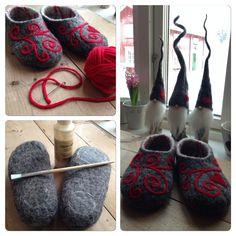 Felted slippers Wet Felting, Needle Felting, Felted Slippers Pattern, Felt Slippers, Bra Hacks, Felted Wool Crafts, Felt Shoes, Textiles, Felt Diy