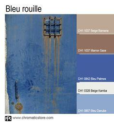 Les bleus sont réchauffés par des tonalités de brun accueillantes et confortables. Cette association convient parfaitement pour une chambre ou un salon. www.chromaticstore.com #déco #couleur #bleu