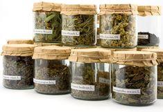 Herbs to Grow As Houseplants Home Remedies For Allergies, Allergy Remedies, Cuisines Diy, Tea Packaging, Garden Guide, Growing Herbs, Natural Essential Oils, Natural Remedies, Jars