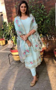 Designer Punjabi Suits Patiala, Punjabi Suits Designer Boutique, Boutique Suits, Indian Designer Suits, Indian Suits, Indian Wear, Punjabi Suits Party Wear, Party Wear Indian Dresses, Designer Party Wear Dresses