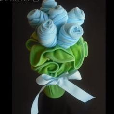 Baby Washcloth Bouquet - this is a super cute tutorial - the stems are baby spoons! Baby Sock Bouquet, Baby Washcloth, Baby Shower Parties, Baby Boy Shower, Baby Shower Gifts, Towel Origami, Towel Animals, Towel Crafts, Gifts