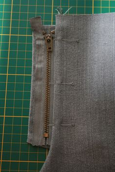 Shorts Cutting and Stitching Easy Method - ArtsyCraftsyDad Techniques Couture, Sewing Techniques, Sewing Pants, Sewing Clothes, Baby Sewing Projects, Sewing Tutorials, Dress Sewing Patterns, Clothing Patterns, Costura Fashion