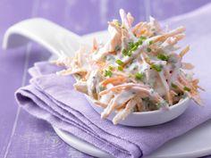 Möhren-Schnittlauch-Quark - mit Schmand - smarter - Kalorien: 63 Kcal - Zeit: 15 Min.   eatsmarter.de Perfekt als leichte Beilage unser Quark mit Karotten und Schnittlauch.