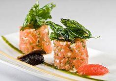 tartar de salmon con cebolla y mostaza
