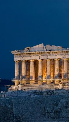 photos i would take The Parthenon in Athens, Greece O templo era para ser visto como uma escultura, de todos os lados. Preocupação com o exterior da edificação. <3