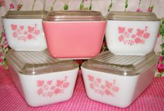 I never get tired of the Pyrex Pink Gooseberry. I had been on the hunt for the bigger refrigerator size dishes to go with the small ones I h. Vintage Kitchenware, Vintage Dishes, Vintage Glassware, Vintage Pyrex, Vintage Bowls, Pink Dishes, Dishes To Go, Objets Antiques, Jars