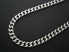 Collar de acero barbado, plano de 8 mm de ancho 53 cm de largo