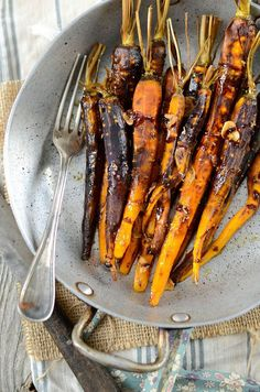Roasted and candied carrots baked - Tangerine Zest Candied Carrots, Baked Carrots, Roasted Carrots, Side Recipes, Veggie Recipes, Vegetarian Recipes, Cooking Recipes, Healthy Recipes, Veggie Food