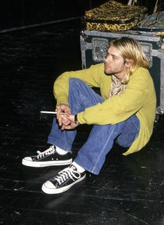 Kurt Cobain photographed backstage by Kevin Mazur.